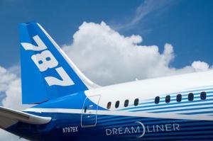 Boeing 787 Dreamliner Makes Maiden Landing